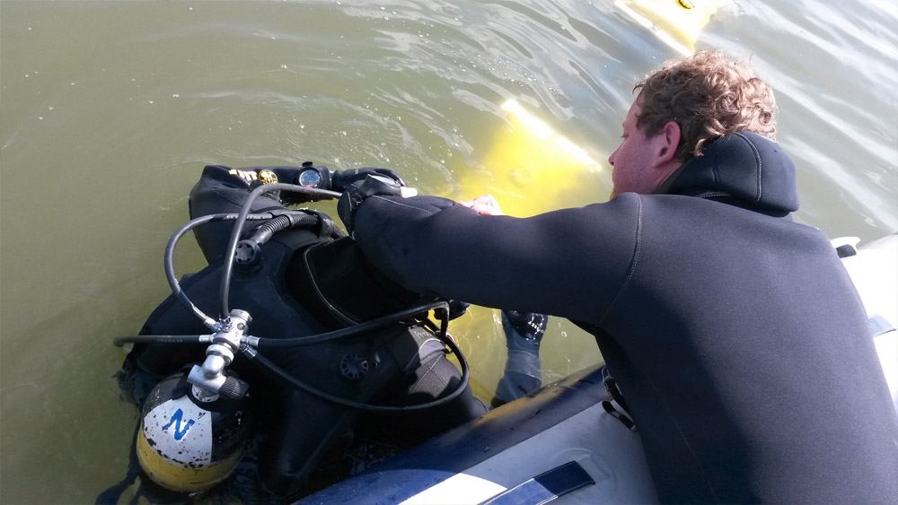 Compressed air barriers BASF Antwerp diving team